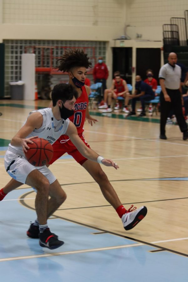 Ortiz '21 drives to the basket on a Raiders' fast break